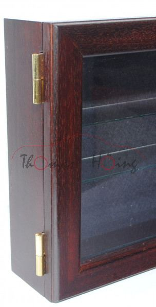 Handgefertigte staubdichte mahagoni-furnierte Holzvitrine mit Drehtür als Hängevitrine, Außenmaße: b
