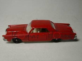 Ford Continental Mark III, rot, Dach mit Kratzer
