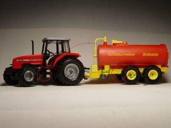 MF Traktor mit Vakuum-Faßwagen, rot/gelb