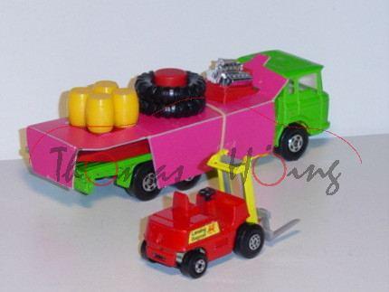 DAF Cargo Hauler and Pallet Loader, gelbgrün/zinkgelb, Ladegut: Motor+Reifen+Fässer, mit Stapler in